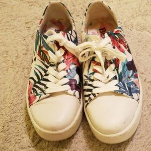 Born flower sneakers size 9
